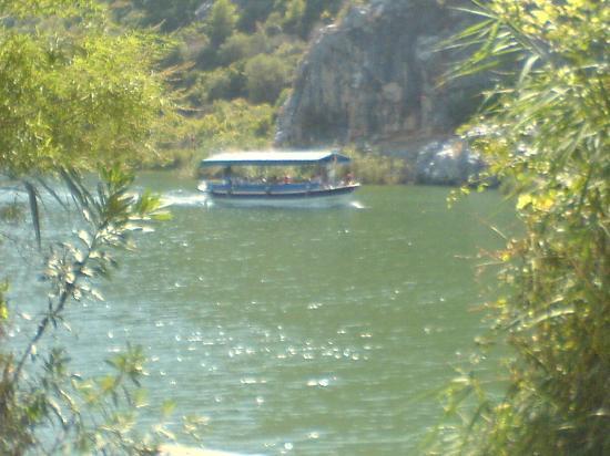 Crescent Hasirci Hotel & Villas: dalyan river