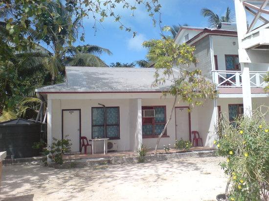 Tarawa Atoll, Republic of Kiribati: Mein Zimmer in der Außenansicht