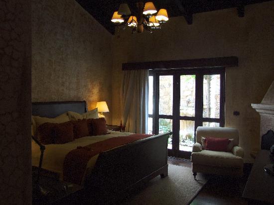 El Convento Boutique Hotel: Las rosas room