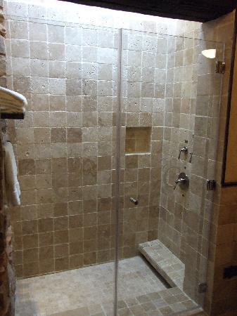 El Convento Boutique Hotel: Shower