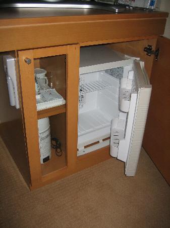 Hotel Sunroute Plaza Shinjuku: Refrigerator