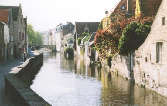 Hotel Fevery: Canal scene