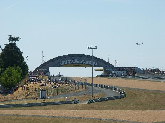 Le Mans, Francia: The famous Dunlop bridge
