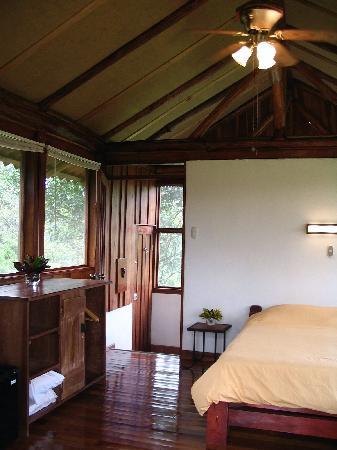 La Anita Rainforest Ranch : Beautiful cabins - inside the cabin