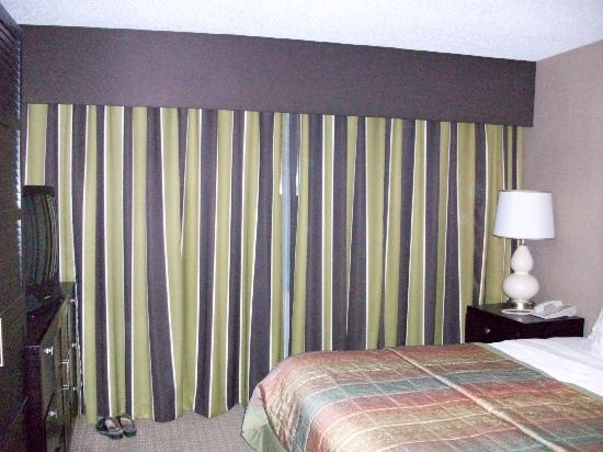 Embassy Suites by Hilton Raleigh - Crabtree: bedroom