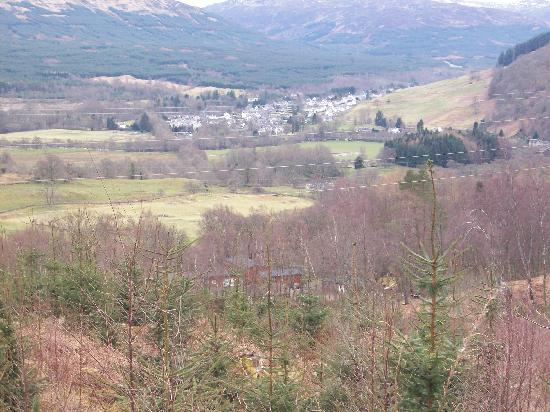 Killin Highland Lodges: The view from the hill behind the lodges