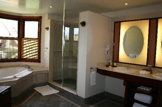 Dinarobin Beachcomber Golf Resort & Spa: Gorgeous bathroom