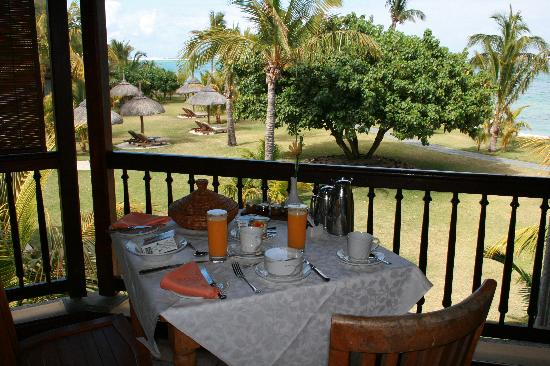 Dinarobin Beachcomber Golf Resort & Spa: Breakfast on the balcony