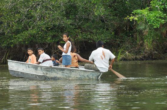 Pelican Reef Villas Resort : Locals Fishing