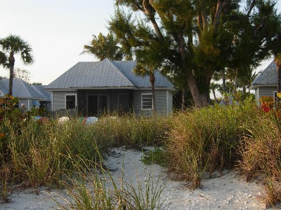Shalimar Cottages and Motel : beach front cottage
