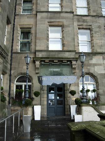 The Scotsman Hotel: Hotel entrance on North Bridge