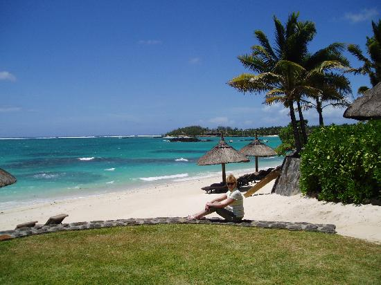 Constance Belle Mare Plage : Far end of the beach (by the Villas)