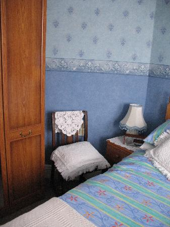 Plasnewydd Bed and Breakfast: Comfortable bed.
