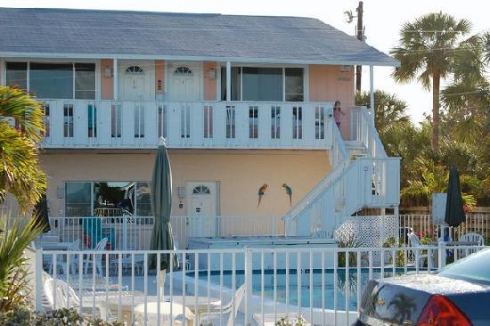 White Sands Beach Resort: rooms 11 and 12 (upper), 14 (below)