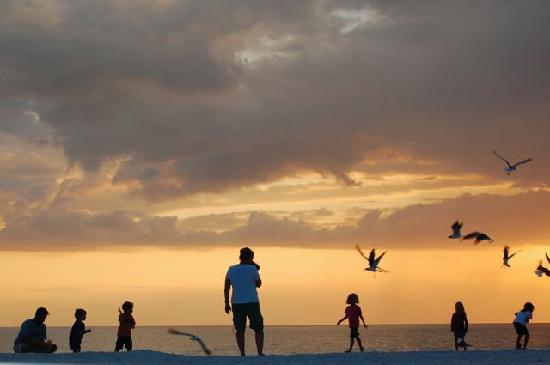 White Sands Beach Resort: sunset