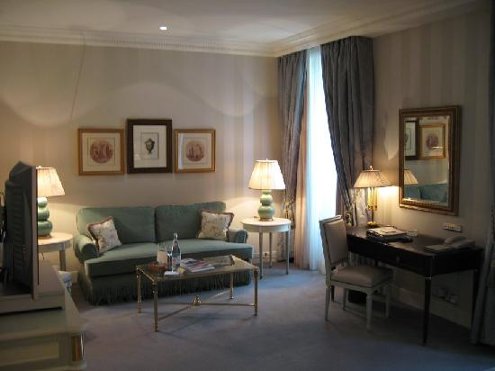 Four Seasons Hotel des Bergues Geneva : Junior Suite view 2