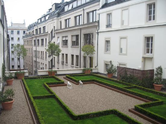 Four Seasons Hotel des Bergues Geneva : Inner courtyard