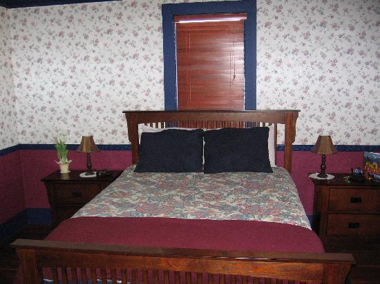 Bowness Mansion Bed and Breakfast: Our bedroom