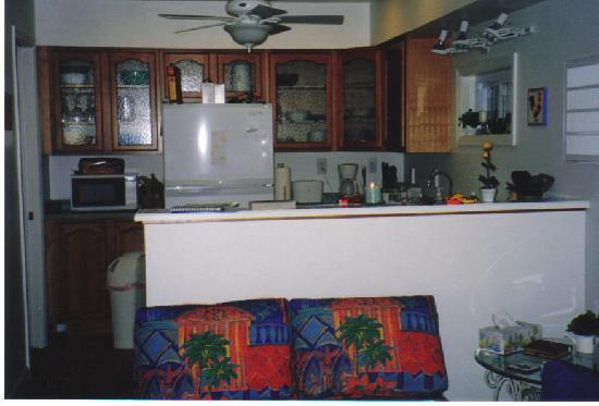 Island Paradise Cottages of Madeira Beach: Sea Grape Kitchen