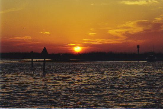 Island Paradise Cottages of Madeira Beach: Madeira Beach Sunset