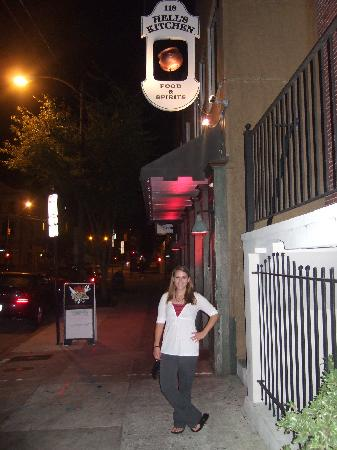 Hells Kitchen: Checking out the place at night