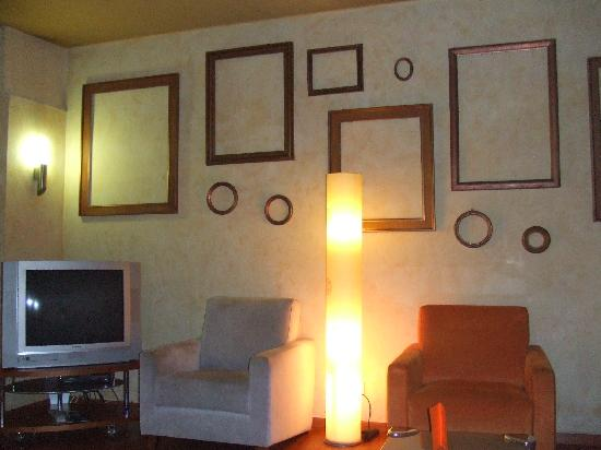 Hotel Rekord: TV / Reading Room