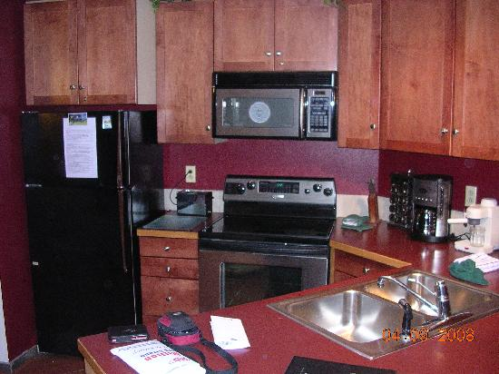Iron Horse Resort: Kitchen Area