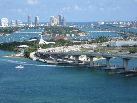 a room with a view picture of miami marriott biscayne. Black Bedroom Furniture Sets. Home Design Ideas