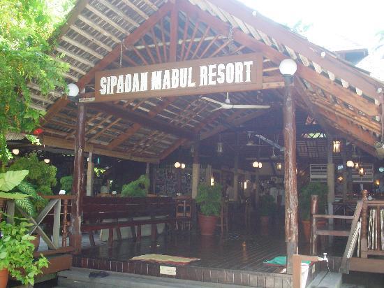 Mabul Water Bungalows: Entrance at main area