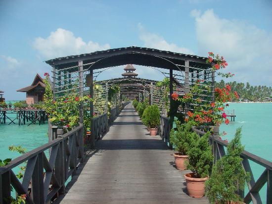 Mabul Water Bungalows: Bridge to island