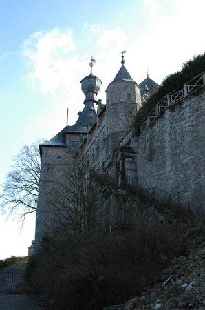 Le Château de Chimay : A side view of the castle