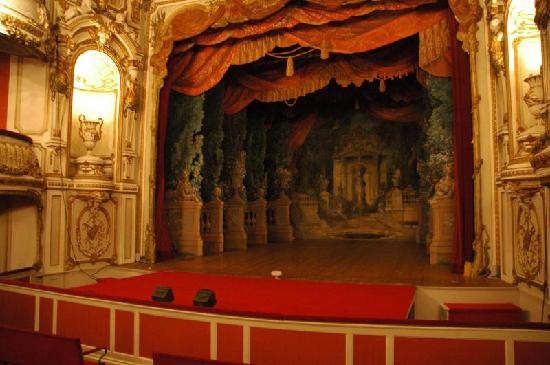 Chimay, Belgique : The theater