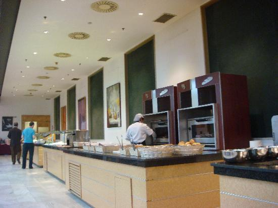 Catalonia Barcelona Plaza: breakfast buffet
