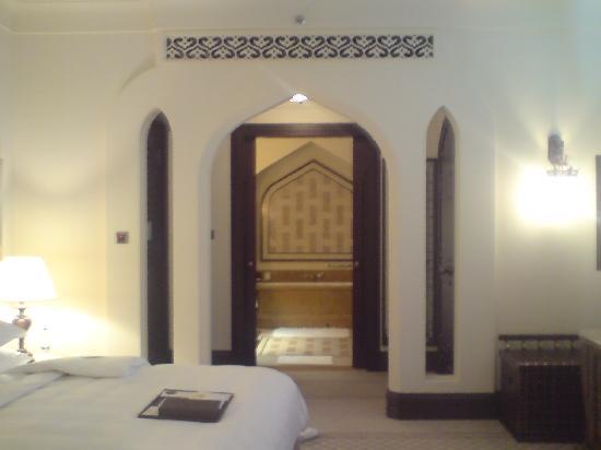 Shangri-La Hotel, Qaryat Al Beri, Abu Dhabi: comfort room