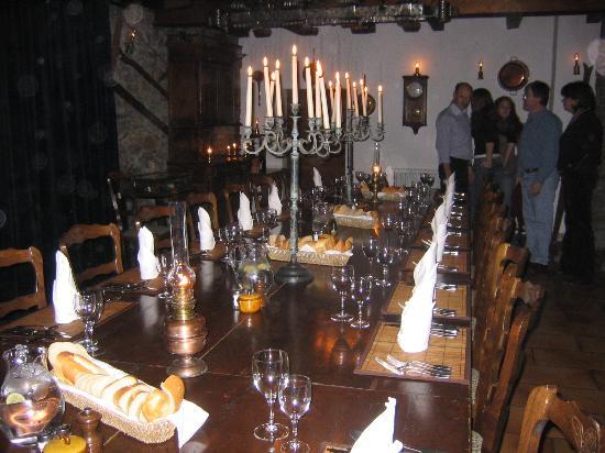 The Farmhouse - Mas de la Coutettaz : The dining table at The Farmhouse