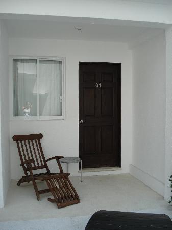 El Hotelito: Entrada a los cuartos del 1er piso
