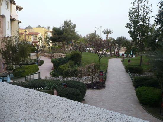 Limak Arcadia Golf & Sport Resort: vers jardins et club enfants.