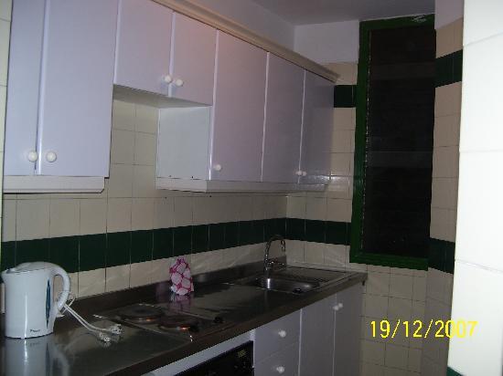 Optimist Aparthotel: dirty kitchen