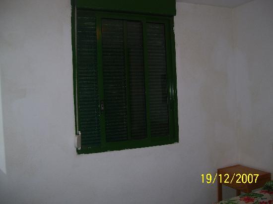 Optimist Aparthotel: shutters in bedroom