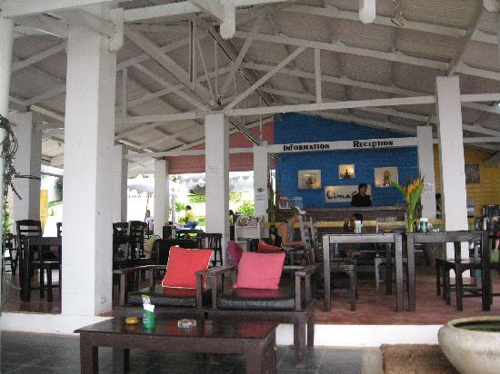 Lima Coco Resort: The restaurant and reception area at Lima Coco