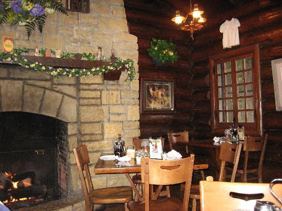 White Pines Inn : Fireside Room at the Restaurant