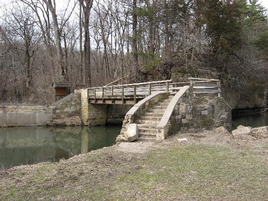 White Pines Inn: Old Stone Bridge - in the Park