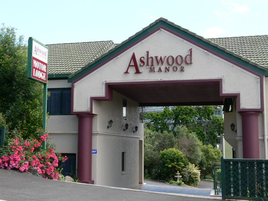 Ashwood Manor: The Hotel Entrance