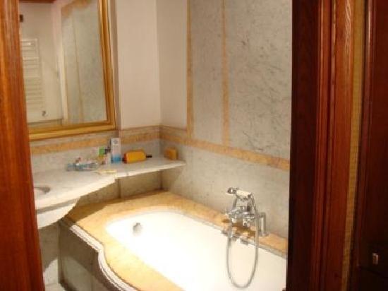 Relais Group Palace Hotel : bathroom