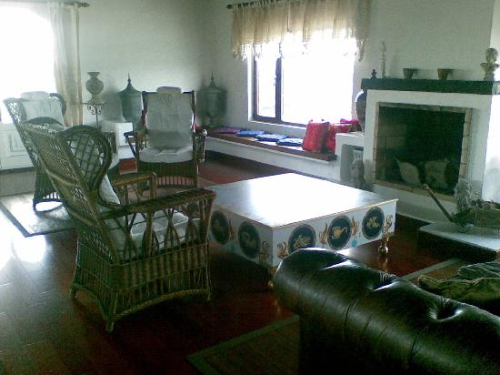 Casa de Hilario: Livingroom upstairs, can be used by everyove, has beautiful views