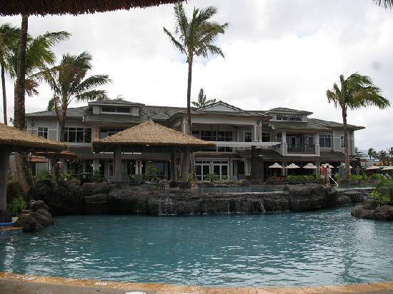 Westin Princeville Ocean Resort Villas: Looking @ the club house from the pools