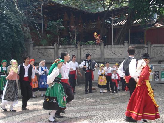 East Asia Hotel Macau: portuguese dance at a-ma temple