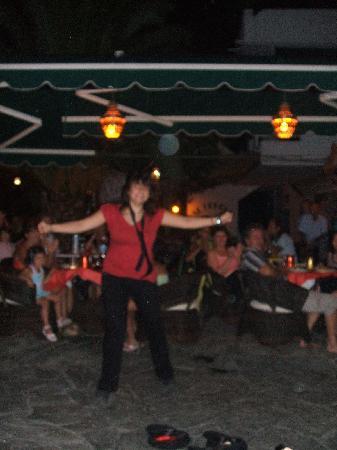 Yianna Hotel: GREEK NIGHT IN FULL SWING
