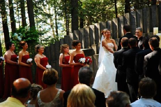 Drummond Island Resort and Conference Ct : Married in the Outdoor Chapel