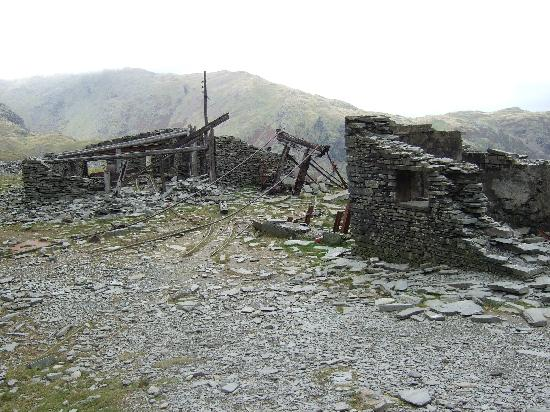 Old Man of Coniston: The ruins of a slate and coppermines.Old Man Coniston.